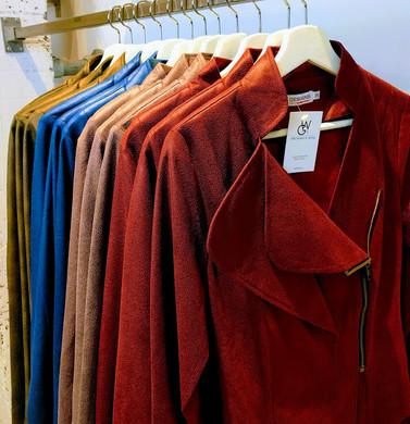 Kleurrijke kledng bij W&G designs en styling in Utrecht