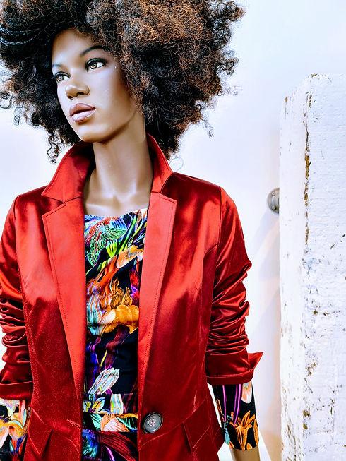 zakelijk kledingadvies stylingbureau winkel utrecht exclusieve kleurrijke mooie bijzondere kleding mode outfit werk kantoor baan functie