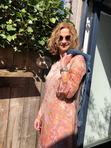 Susi in Kleid von ANA ALCAZAR