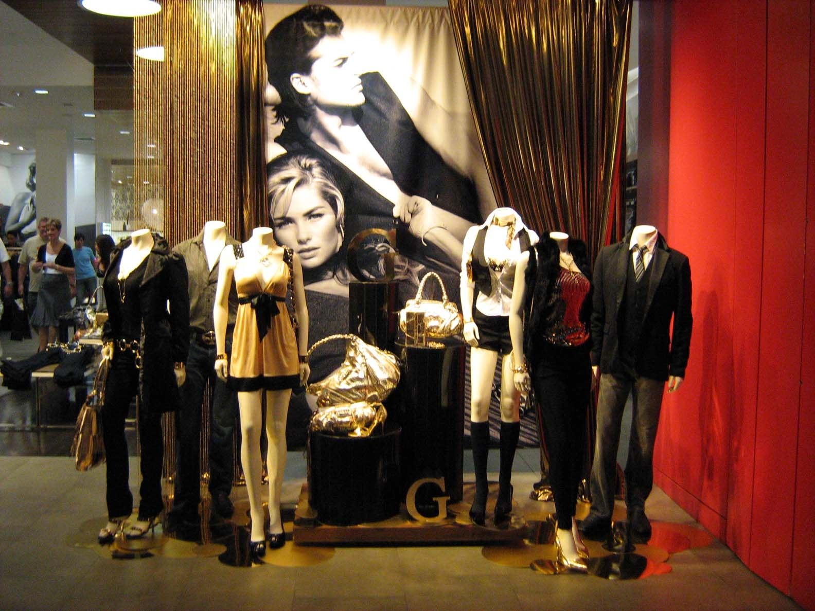Retail Displays - Vista Visual Group