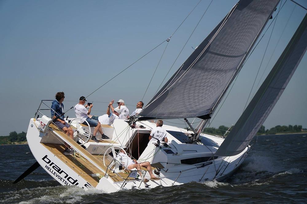 Tri-radiaal gesneden laminaatzeil van Hagoort Sails