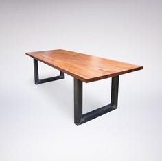 Tisch / Nuss & Stahl