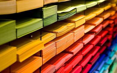 ניירות צבעוניים.jpg