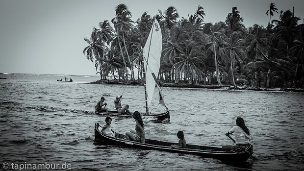 Panama to Colombia boat tours, San Blas islands tours, adventure travel in Panama, indigenous village in Panama, indigenous culture in Panama, dugout canoes, kayaking in  Panama