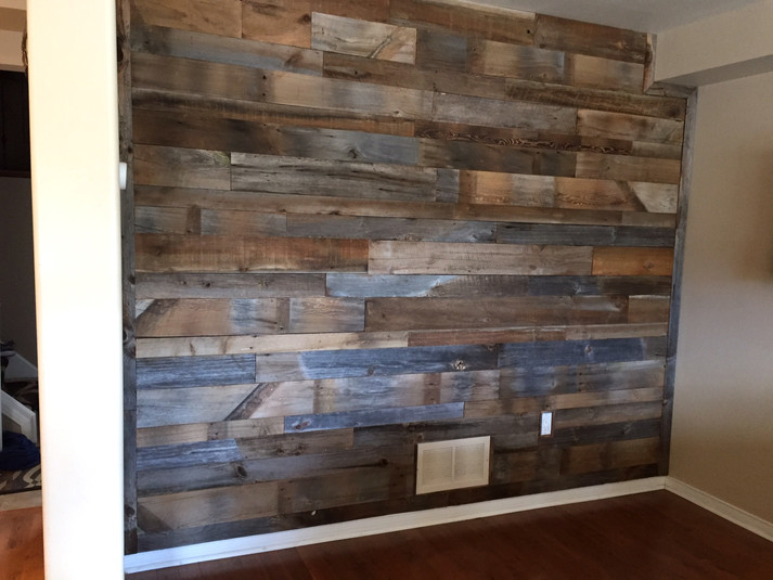 Multi tonal barn wall