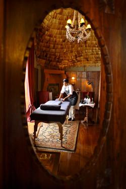 Ngorongoro Crater lodge_massage