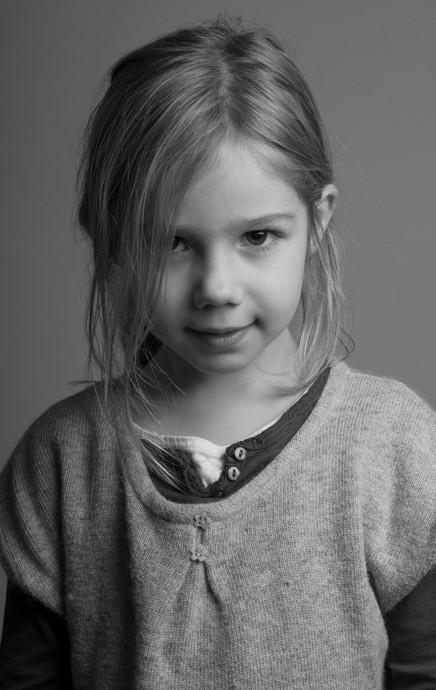 Portrait studio d'une fillette