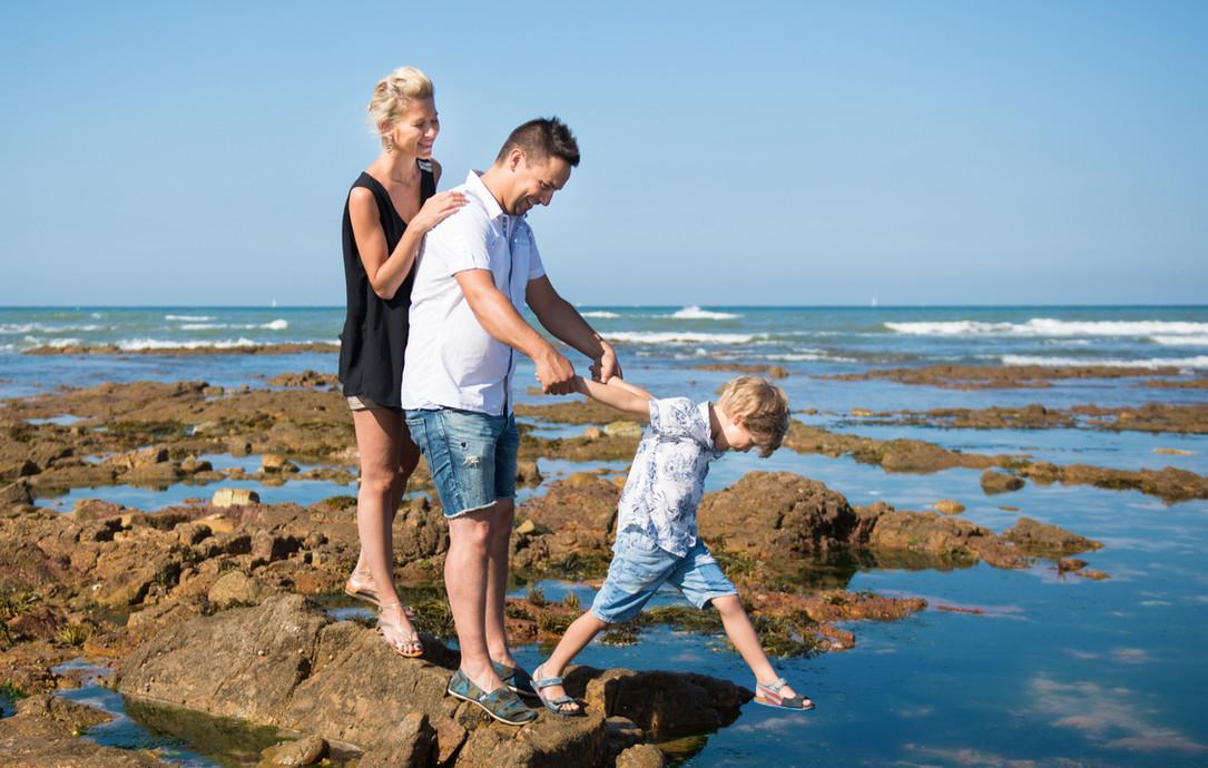 Famille au bord de la mer