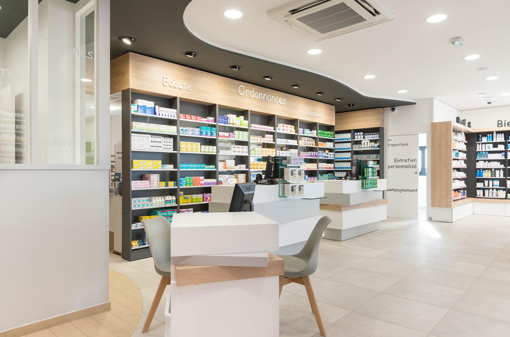 Interieur d'une officine de pharmacie