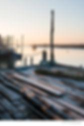 Photo du port de l'Aiguillon sur mer par un matin d'hiver avec titre et nom de l'auteur conformement a la mise en page d'un poster d'Antoine Tatin.