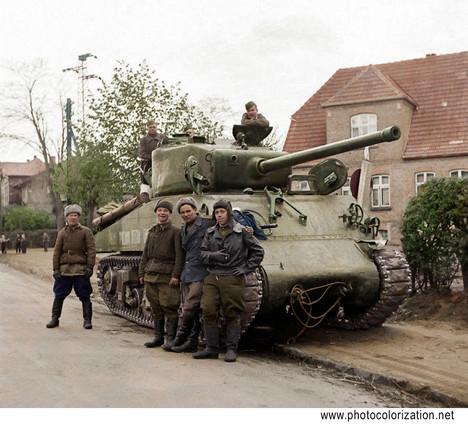 A group of Soviet soldiers and their American M4 Sherman tank / Группа советских солдат на фоне американского танка M4 Sherman