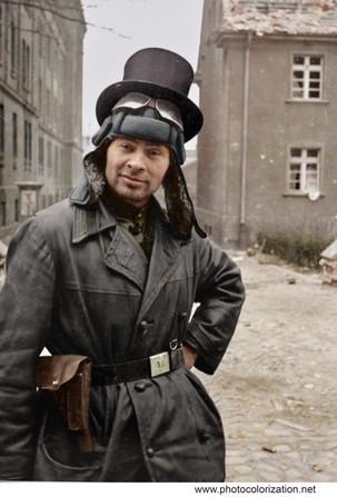 Soviet tanker poses for the photographer, Berlin 1945 / Советский танкист позирует фотографу, Берлин 1945