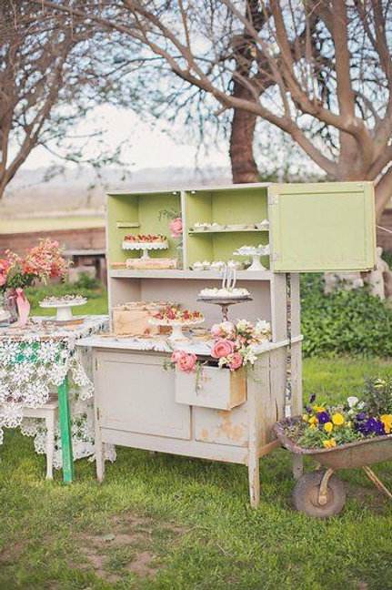 Shabby-chic Hutch