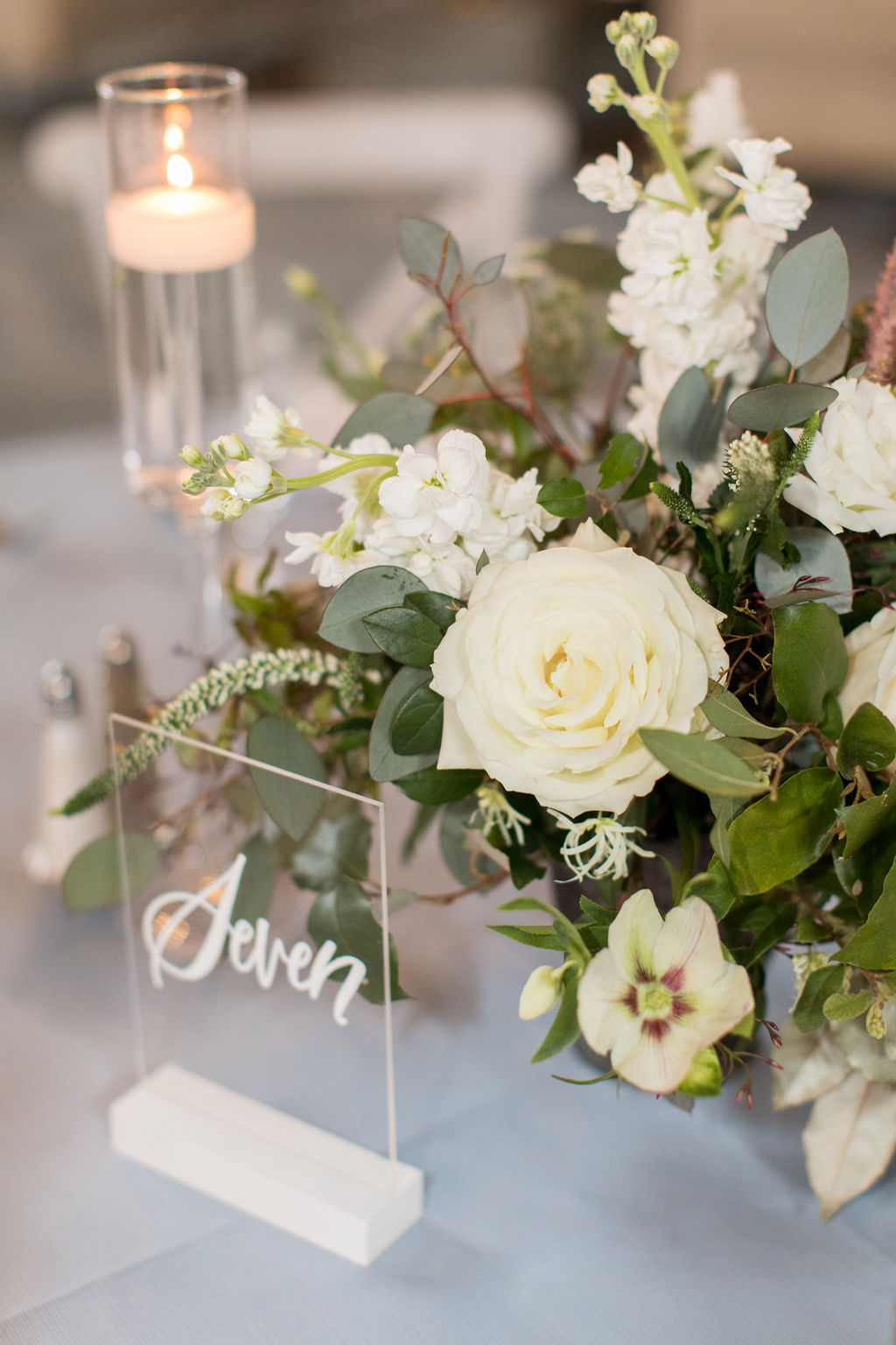 Table flower arrangement for wedding