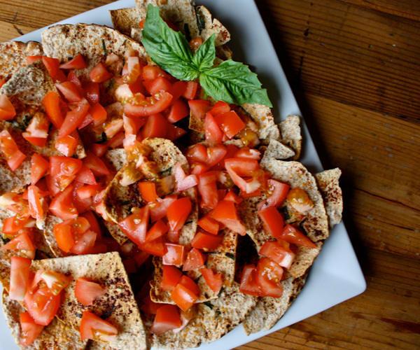 Tomato-Thyme-Pita-Crisps-Roundup_tbfnjo.
