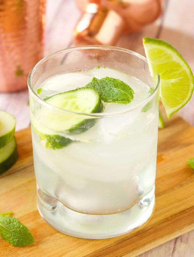skinny-cucumber-cocktail-sdov-HollysChea