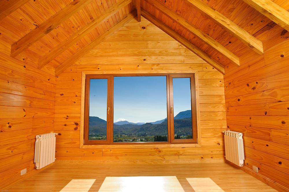 Interior de Casa Pasiva de Madera hecha por Patagonia Log Homes