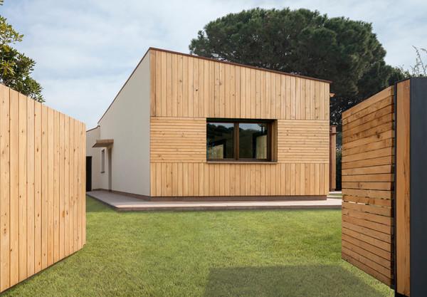 Exterior de Casa Pasiva de Madera hecha por Patagonia Log Homes