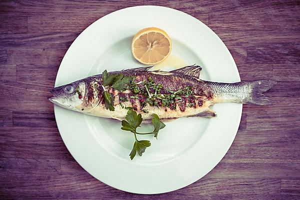 Fisch auf einer Platte