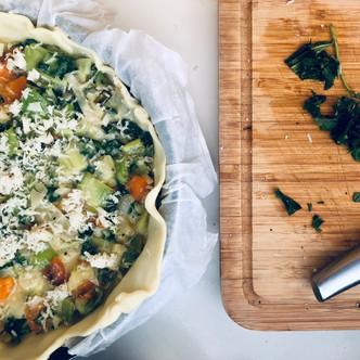 Quiche aux légumes de saison végétarienne.