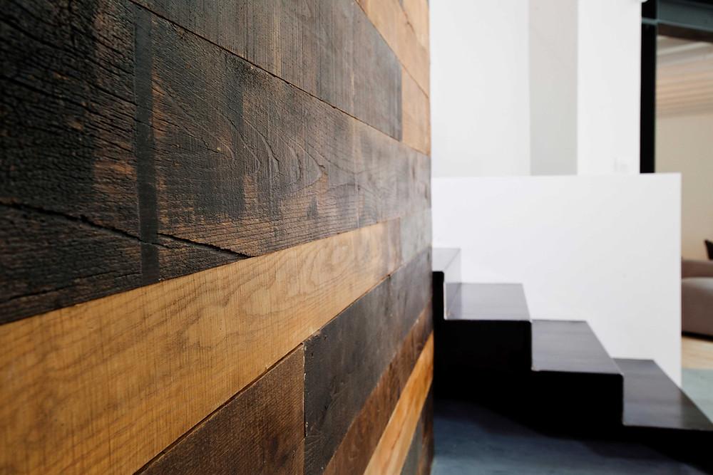 parete legno e scala ferro Loft SanP
