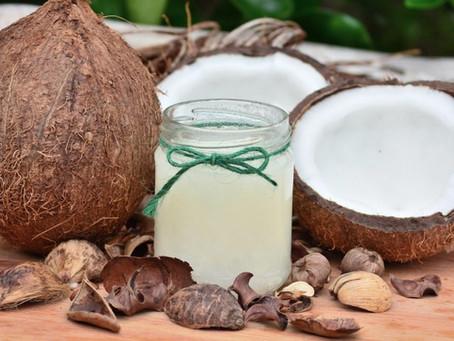 Kokosový olej prospívá vlasům, postavě i střevům