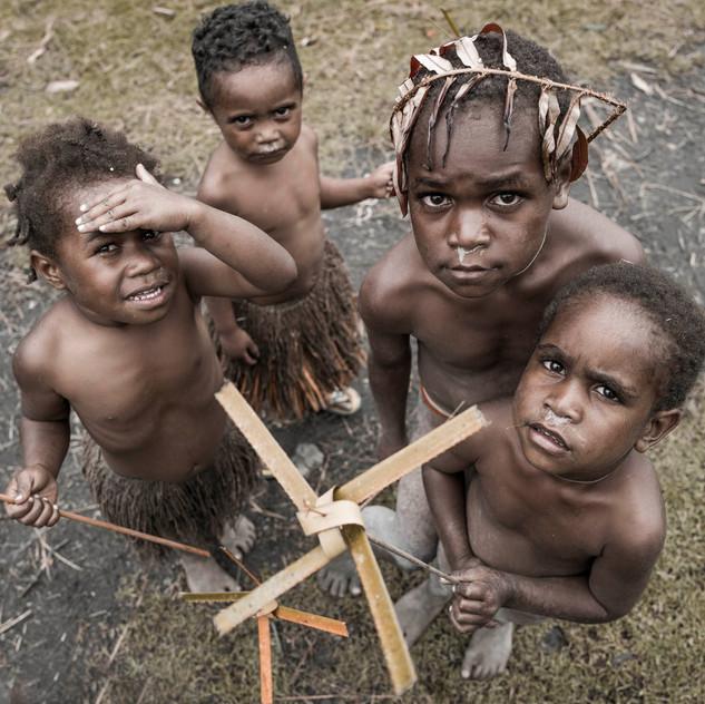dani_tribe_papua_©_alexander_palacios_L1