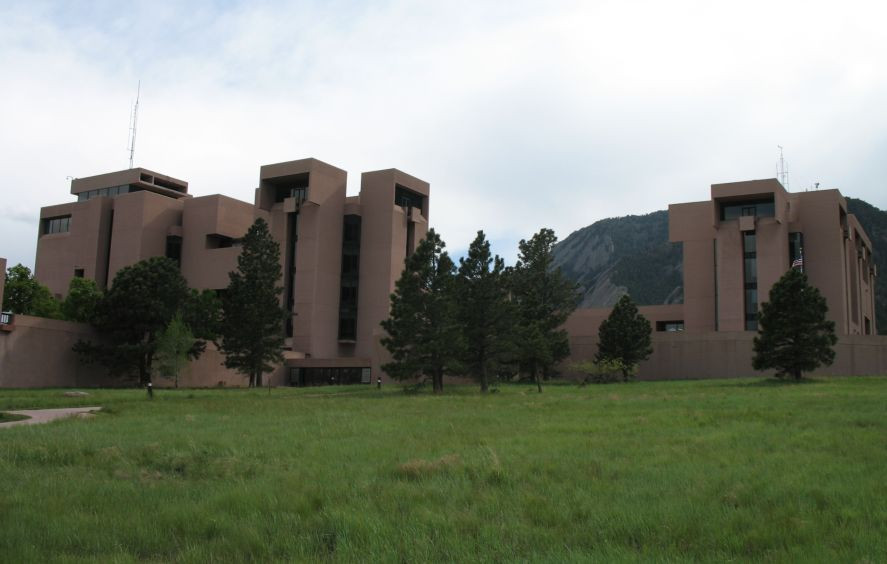 https://commons.wikimedia.org/wiki/File:NCAR_Boulder.jpg
