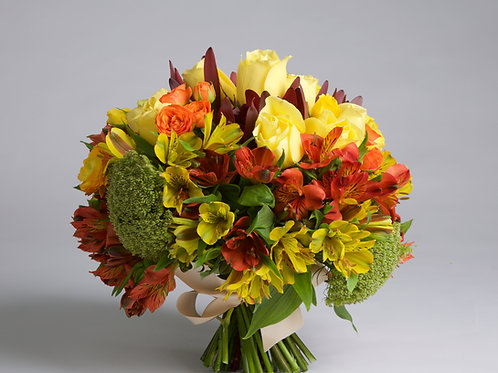 Bouquet en tonos cremas y tinto.