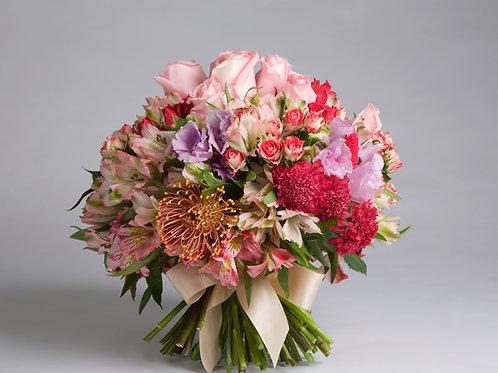 Bouquet Romántico en tonos rosados y lila.