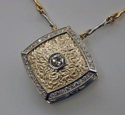 Medalion Pendant