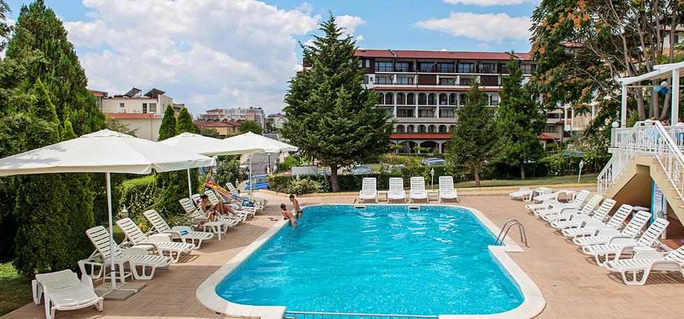 Panorama pool 1.jpg