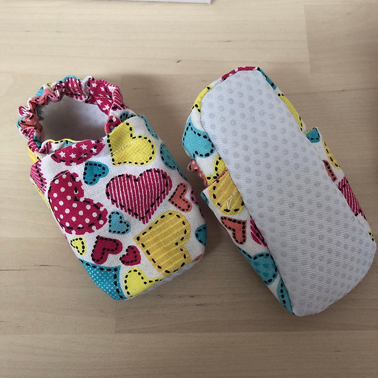 New baby fabric shoes in floral (0-9 months)