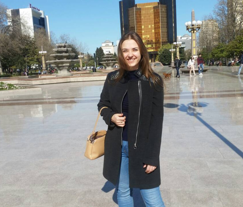 В солнечном Баку теплеет