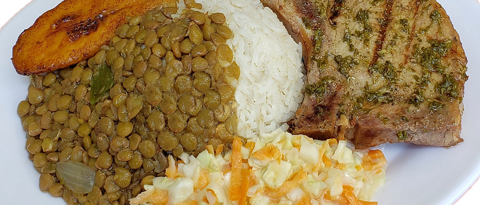 Chuleta de cerdo en comida completa