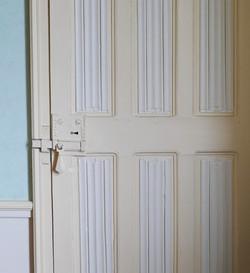 Porte intérieure à panneaux pli de serviettes