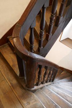Escalier à balustres, immeuble à loyer