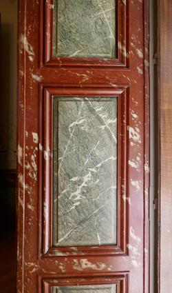 Lambris à décor de faux marbre