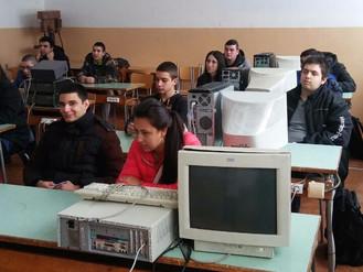 """Участие на ученици от ПГТМ """"Христо Ботев""""  в състезание по електроника"""