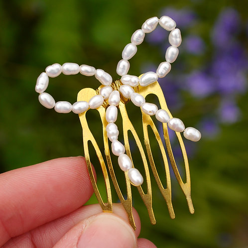 freshwater pearl bow comb