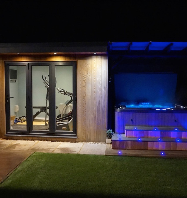 Garden gym, pergola with poly clearview roof, side bar & cedar entrance steps. Our Fiji 6 seater hot tub
