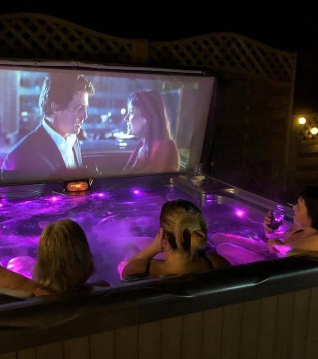 Wellis Pluto 5 seater hot tub