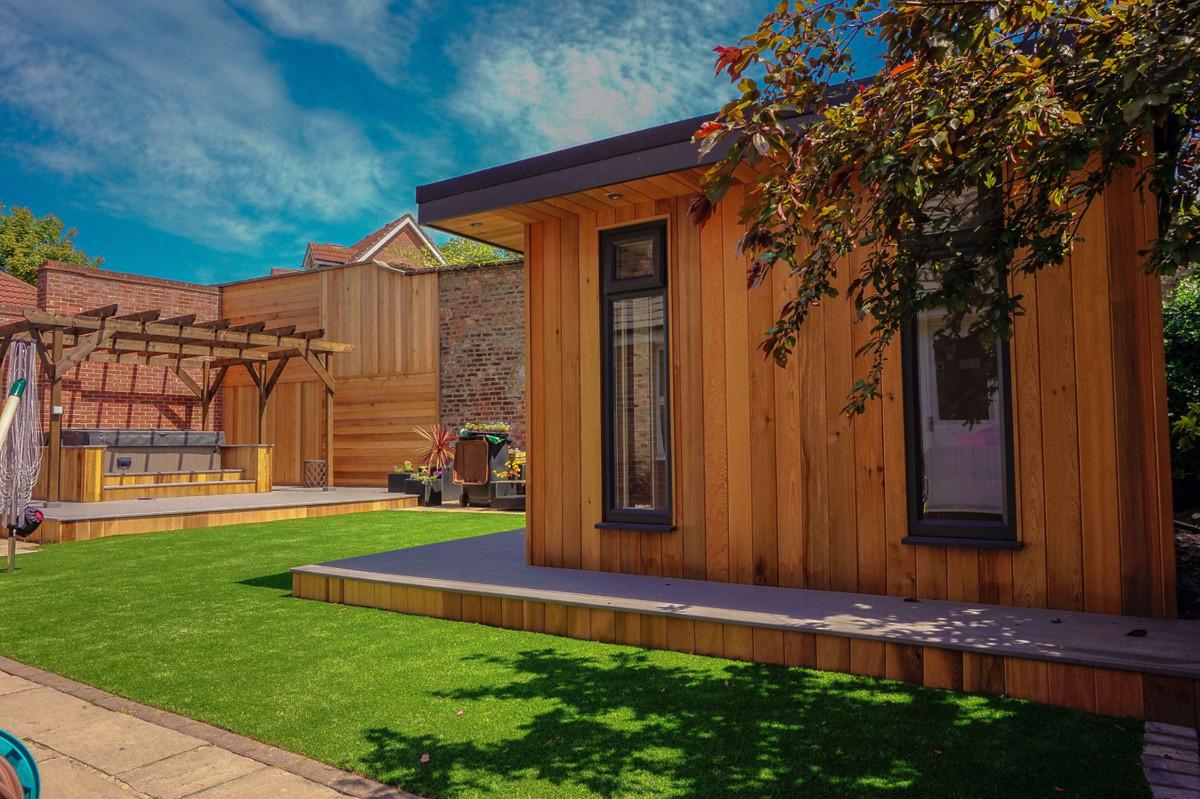 Full garden transformation in Chester le street. gardenroom, Composite decking, Cedar quadrant wall, cedar bar surround.