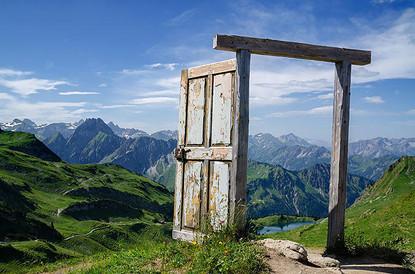 Двери счастья открываются наружу