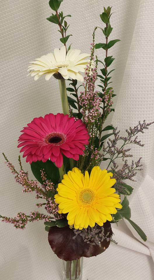 gerbera daisy arrangement
