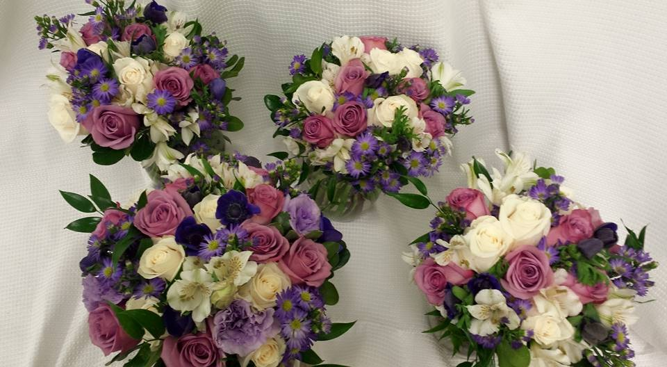 wedding flowers bridal and bridesmaids bouquet
