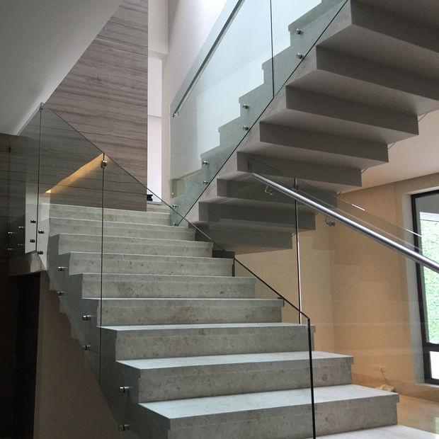 barandal de cristal para escaleras con pasamanos