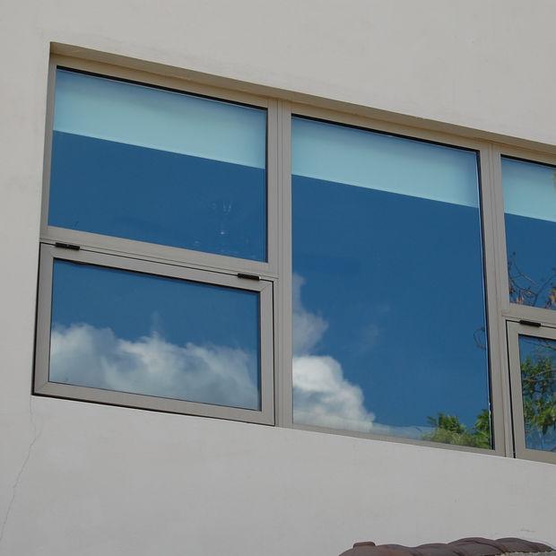 ventana de proyeccion con fijo de aluminio