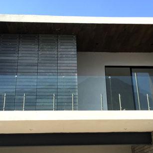 barandal de vidrio en fachada