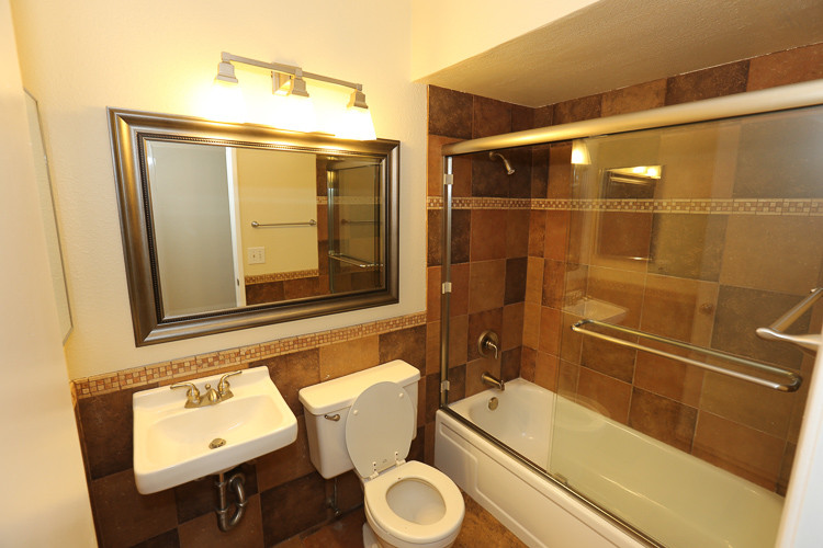 ugly bathroom fix and flip